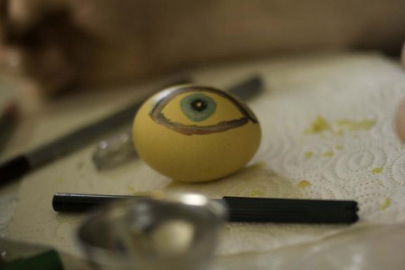 Påskeæg med øje. Det altseende øje? Fotograf: Claus Preis