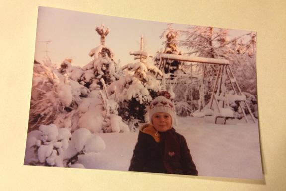 En snevejrsdag i haven, 1981. Fotograf: Annette Randers
