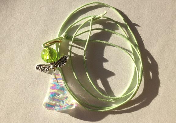Skytsengel halskæde fra glaskunstner Astrid Munck. Fotograf: Claus Preis
