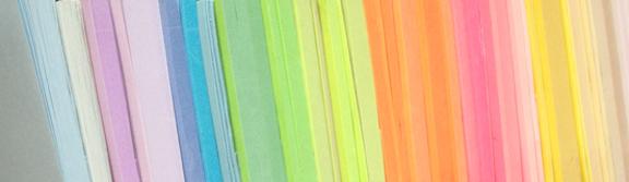 Post-its lagt op i smuk farveorden. Nærmest som en hel regnbue. Fotograf: Susanne Randers