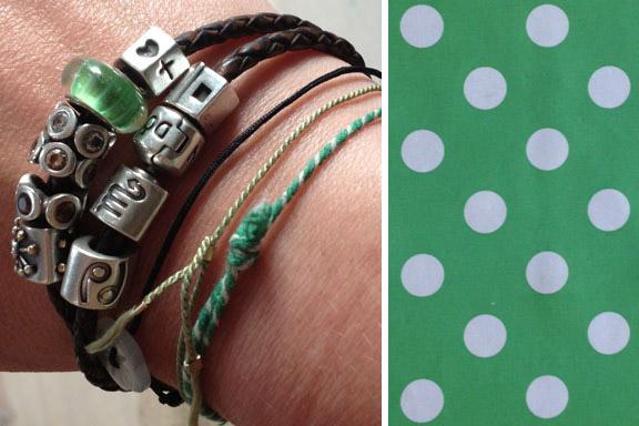 Grønne armbånd og grøn glasperle på Pandora armbåndet - og grøn voksdug med dots. Fotograf: Susanne Randers