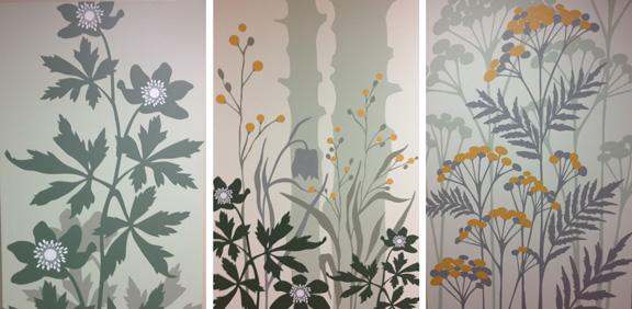 Smukke grafiske blomsterbilleder på OUH's opvågningsgang. Fotograf: Susanne Randers