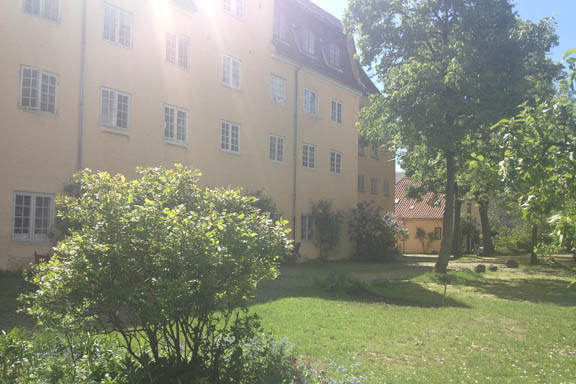 Gårdhave ved Christianshavn bag Overgaden Neden Vandet og Bådsmandsstræde. Fotograf: Susanne Randers
