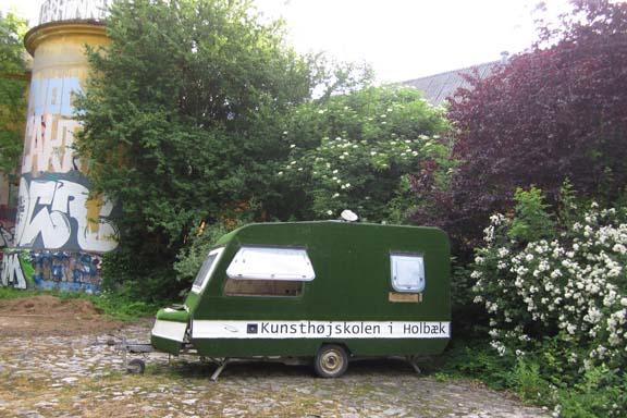 Kunsthøjskolen i Holbæk - i dag var der dømt spraylounge i siloen. Fotograf: Susanne Randers