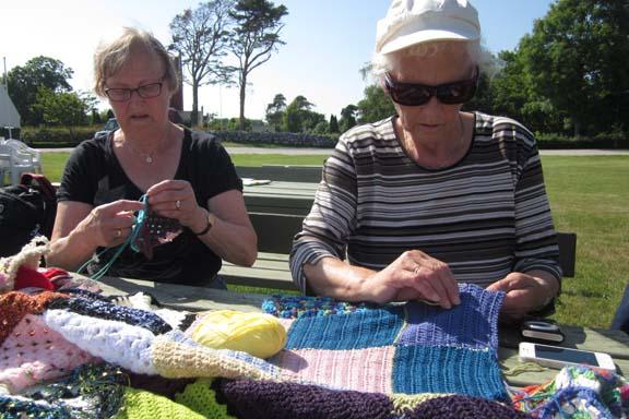mitkrearum.dk kreativitet 99 yarnbombing en lap til læsø ophængning Byrum hjælp udefra