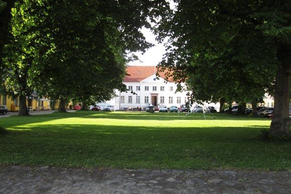 mitkrearum.dk kreativitet 106 kunsthøjskolen i holbæk hovedbygning set fra gårdspladsen