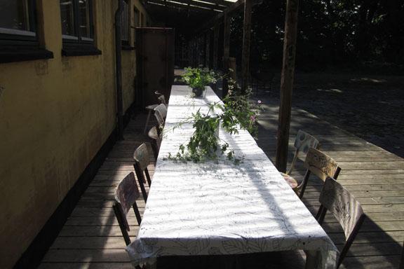 mitkrearum.dk kreativitet 106 kunsthøjskolen i holbæk mødebord uden for serigrafilokalet