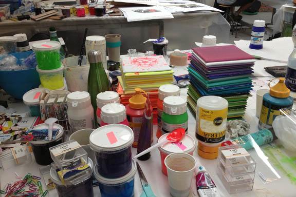 mitkrearum.dk kreativitet 107 kunsthøjskolen i holbæk arbejdsbord med kakler og maling susanne randers