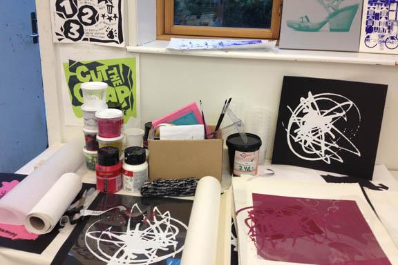 mitkrearum.dk kreativitet 107 kunsthøjskolen i holbæk serigrafiske værker in progress af mine medkursister 3