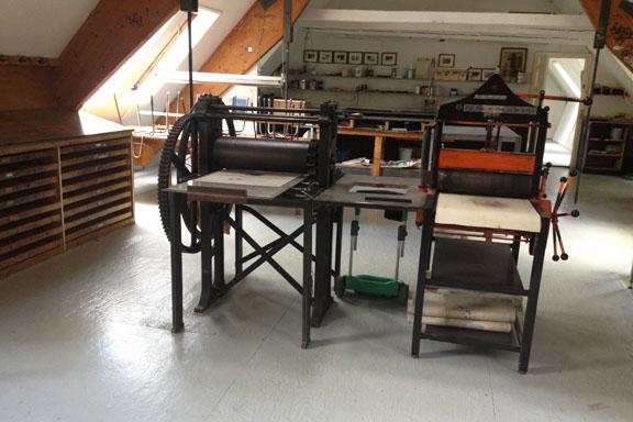Grafikværkstedet på Kunsthøjskolen i Holbæk. Flotte gamle maskiner. Fotograf: Susanne Randers