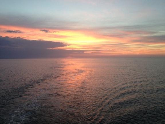 Kursen er sat mod nye eventyr... Solnedgang fra Læsøfærgen Margrete Læsø. Fotograf: Susanne Randers