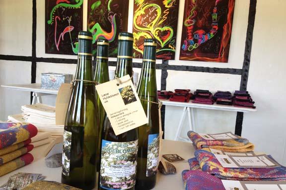 Kunsttryk med piber og hyldeblomstvin hos Galleri Anne Julie. Fotograf: Susanne Randers