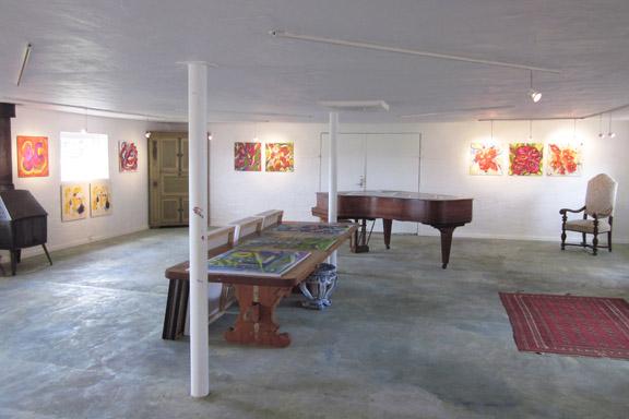 mitkrearum.dk kreativitet 112 galleri anne julie piber malerier og livskunst på læsø det store galleri med flygel2