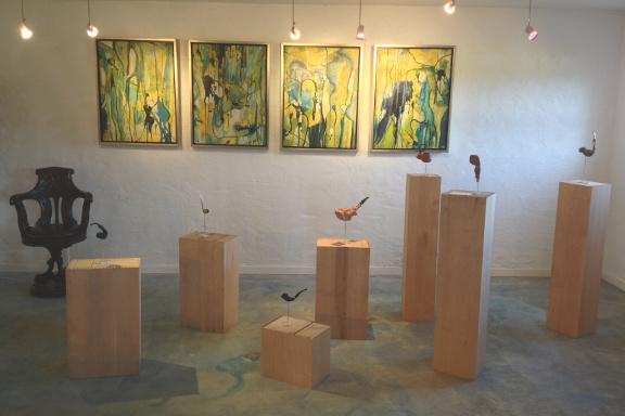 Galleri Anne Julie klar til besøg af prins Henrik - Peace Pipes pibeskulpturer