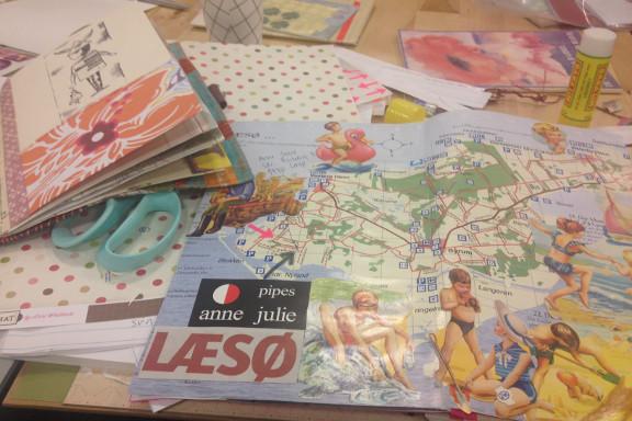Min smashbook om Læsø Kalder. Læsø kort med gamle glansbilleder af badende børn. Fotograf: Susanne Randers