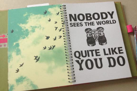 """Smashbook journal """"Pink Pretty Style"""". Tilfældigt opslag: """"Nobody sees the world quite like you"""". Fotograf: Susanne Randers"""