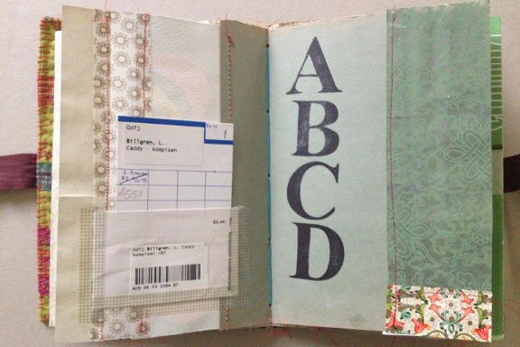 """mitk""""Book af Scraps"""" kreeret af Birthe Juel Lindhardt. Smashbook / art journal. Tilfældigt opslag. Fotograf: Susanne Randersrearum.dk kreativitet 137 smashbook art journal book af scraps birthe juel lindhart 4"""