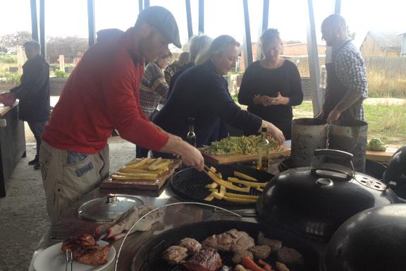 Hjemmedyrket squash fra vores have på grillen - gourmet kokkeskole med Køge Kyst i Opdagelsen på Køge Havn. Fotograf: Susanne Randers