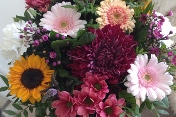 Iiiiih, hvor er den bare fin! Smuk blomsterbuket fra min kæreste. Fotograf: Susanne Randers