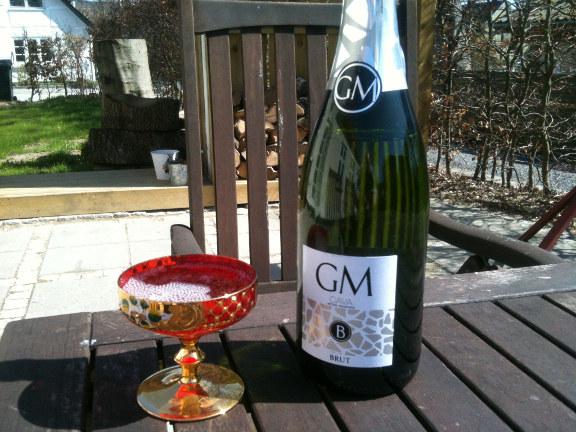 Fejring af hverdagen med Cava i haven. Fotograf: Claus Preis