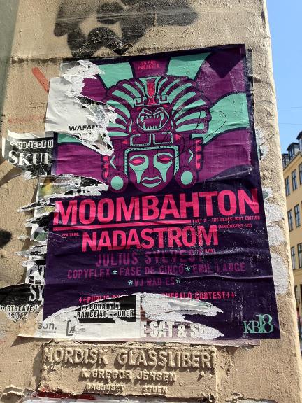 Fantastisk farvesammensætning! Moombahton. Fra Studiestræde i København K - fotograferet af Susanne Randers