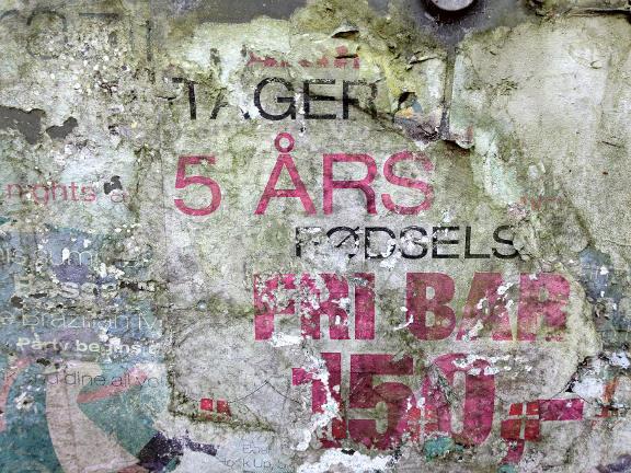 Vejrbidt plakat et sted i Køge. Fotograf: Susanne Randers