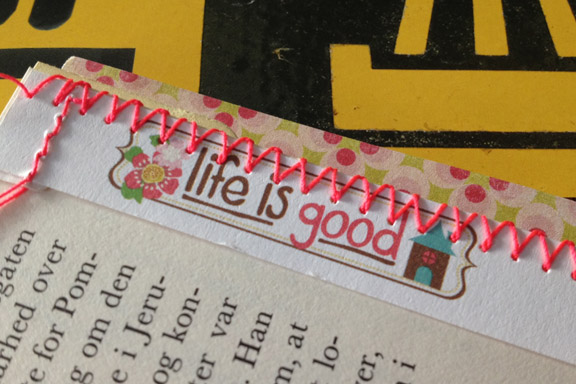 """""""Life is good"""". Detalje fra min første """"Book of Scraps"""" / """"Smashbook"""" af papir syet sammen med neon pink sytråd. Fototgraf: Susanne Randers"""