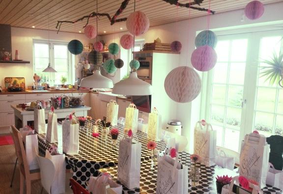 mitkrearum.dk kreativitet blogtræf LLLogCo goodiebags honeycomb balls neonpink