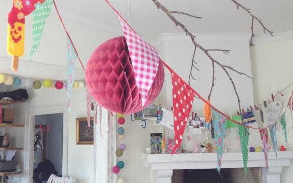 mitkrearum.dk kreativitet collage fødselsdagsparty flagranke