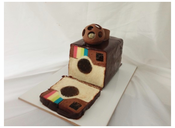 Instagram cake lavet af chokolademousse og lækkerier. Fra howtocookthat.net.