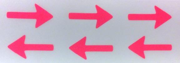 Neonfarvede stickers med pile fra Søstrene Grene. Fotograf: Susanne Randers