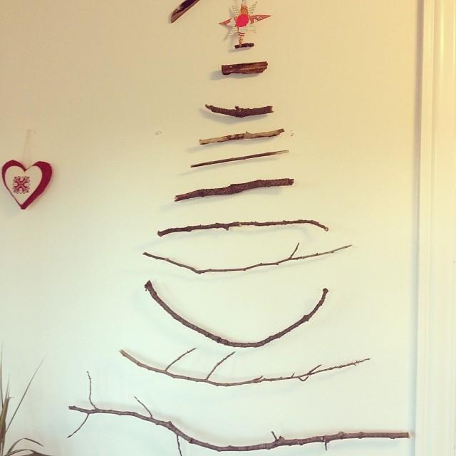 IG uge 49 juletræ af grene og kviste fra haven