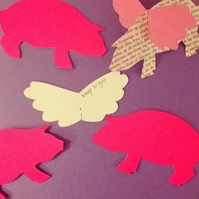 IG uge 50 gris med vinger neonpink