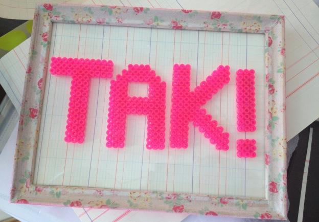 TAK ! Neonpink perleplade kreeret af Susanne Randers