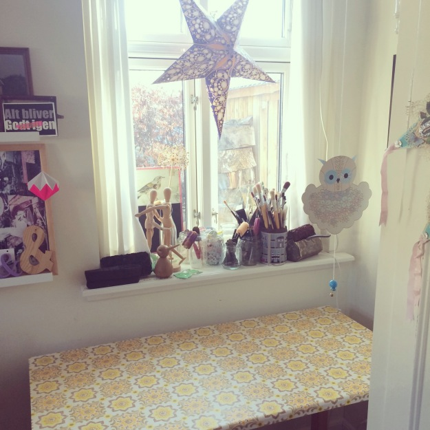 365 mood boards in 2014. Mood board #89: Sunshine in my studio. New sewing table with yellow retro tapestry. Instagram filter Valencia. Photographer: Susanne Randers