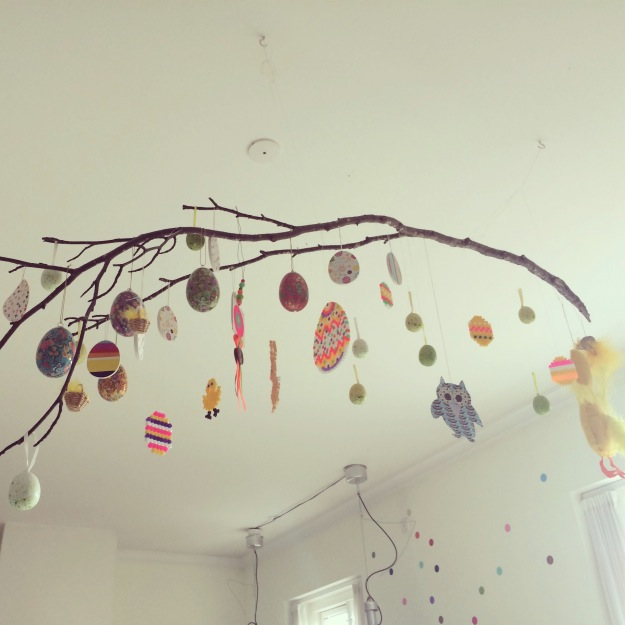 365 mood boards in 2014. Mood board #103: Easter decorations in our kitchen. Instagram filter Valencia. Photographer: Susanne Randers