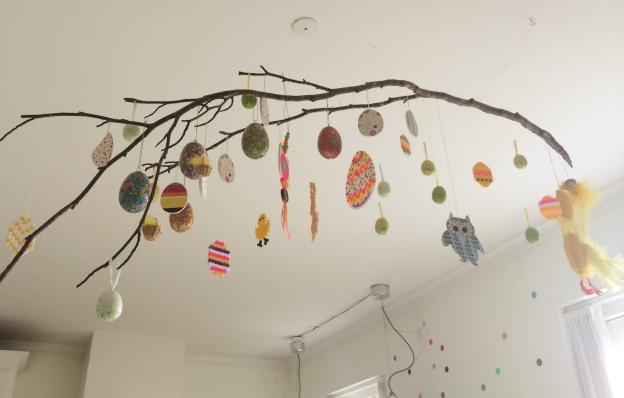365 moodboards i 2014. Moodboard #103: Påskepynt på vores Harry Potter gren i køkkenet. Fotograf: Susanne Randers
