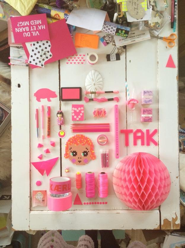 365 moodboards i 2014. Moodboard #104: Keep the pink ball rolling on Instagram. Gerningsstedet i mit krearum. Smashup. Fotograf: Susanne Randers