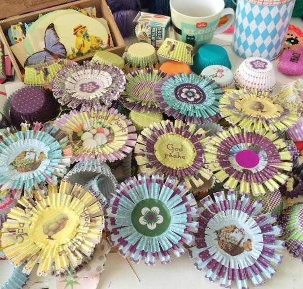365 moodboards i 2014. Moodboard #107: TA-DAH: Farverige påske værtindegaver af muffinsforme. Fotograf: Susanne Randers
