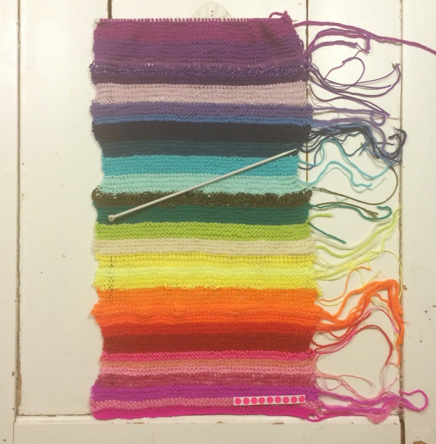 365 moodboards in 2014. Moodboard #110: Færdigstrikket regnbue klar til yarnbombing - og tanker om at gøre en forskel. Fotograf: Susanne Randers