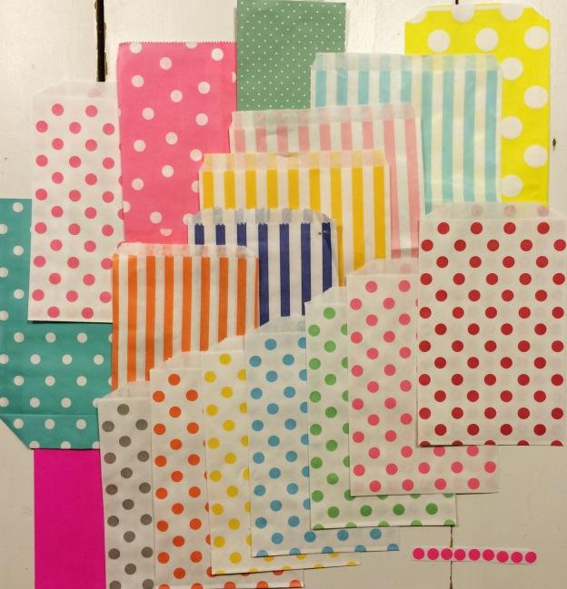 365 moodboards in 2014. Moodboard #113: Prikket og stribet farveglæde. Papirsposer. Smashup. Fotograf: Susanne Randers