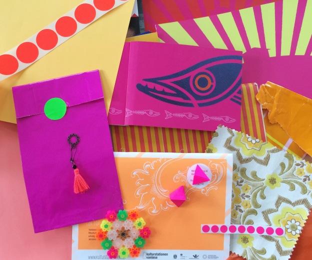 365 moodboards in 2014. Moodboard #132: Farver gør mig glad. Pink, orange, gul og grøn neon farveglæde. Fotograf: Susanne Randers